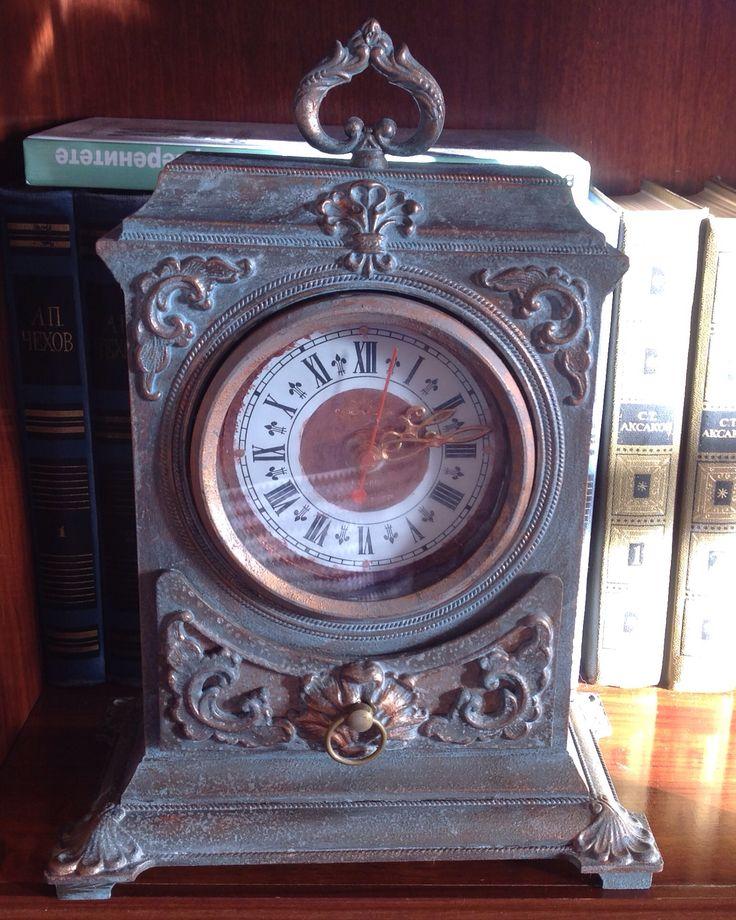 Советские часы состаренные красками и воск...