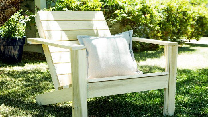 DIY Adirondack Chairs. #DIYAdirondackChairs #diyprojects #diyideas #diyinspirati...