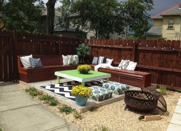 Decor hacks diy budget backyard and deck makeover for Outdoor decorating hacks