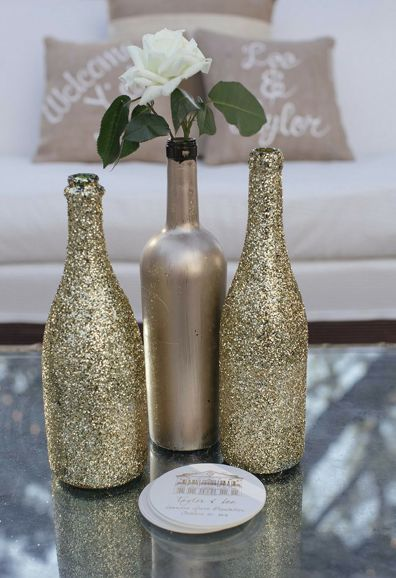 Reuse those #winebottles and get a wonderful #diy #weddingcenterpiece