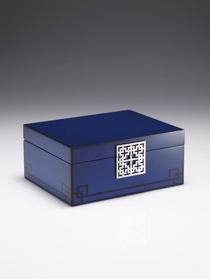 'Lattice' box in lacquer wood (old)