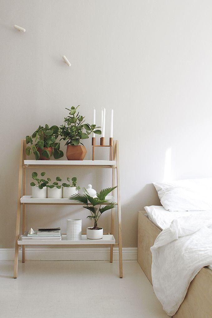 Minimalist Modern Organic Bedroom Interior Design Idea Use A Ladder Shelf To Ho