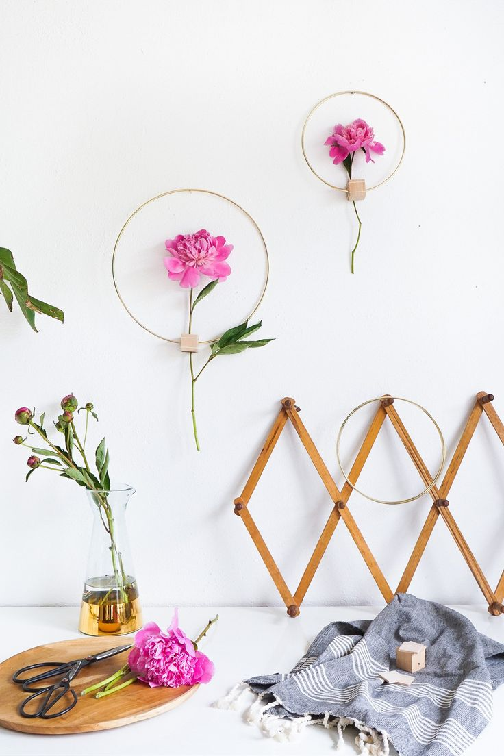 Home decor diy 39 s diy minimalist flower wall hang by for Diy minimalist decor