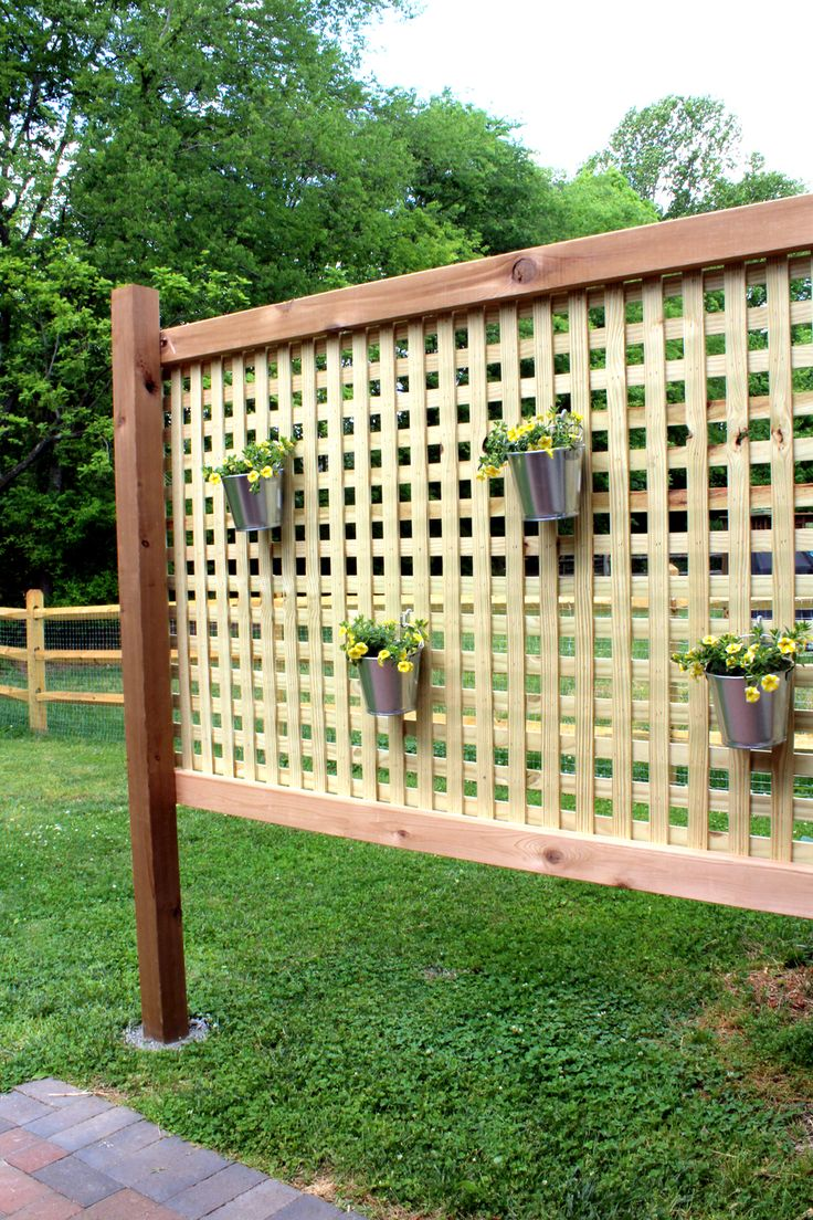 Home decorating diy projects wood patio privacy screen for Outdoor wood privacy screen