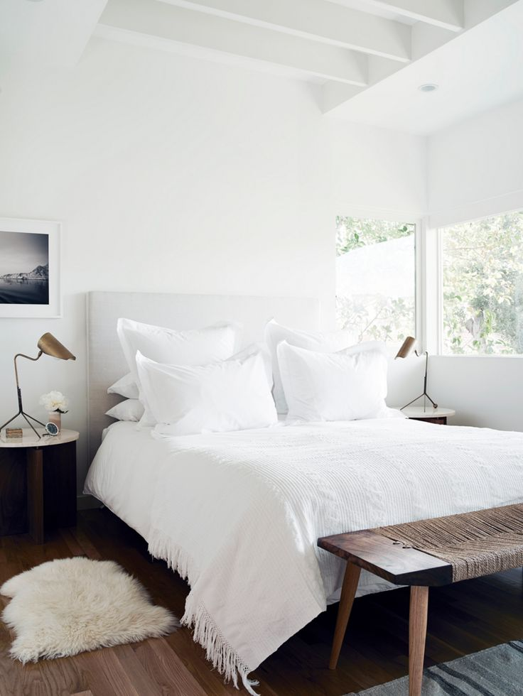 Furniture - Bedrooms : Clean and cozy white bedroom - Decor Object ...
