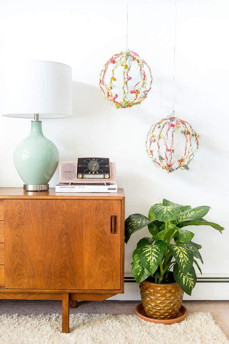 DIY Portable Industrial Color Pop Chandelier | dreamgreendiy.com + LightsForAllO...