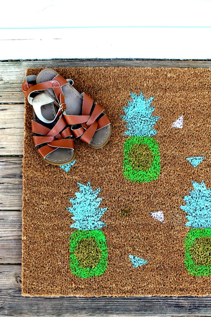 DIY Pineapple Doormat tutorial for eHow