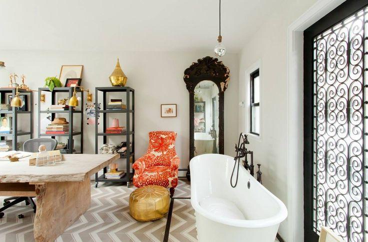 Genevieve Gorder's (Genevieve's Renovation on HGTV) put a BATHTUB in her...
