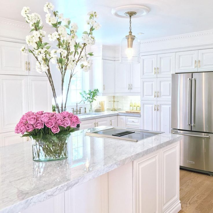 Decor hacks it 39 s a classic marble kitchen counters for Decorative kitchen accessories uk