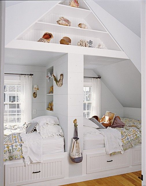 Double bed nook in beach home by Laura Davidson, Dwellings