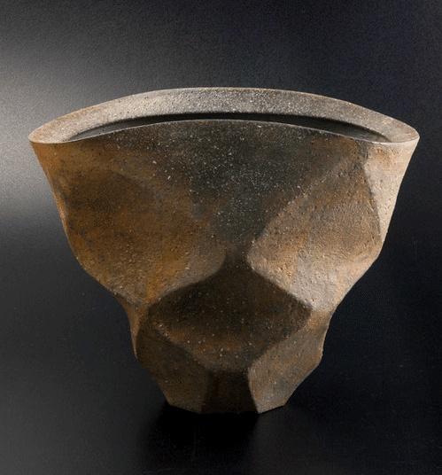 Yukiya Izumita. 多面花器 (Flower Bowl of Many Sides) ●彡