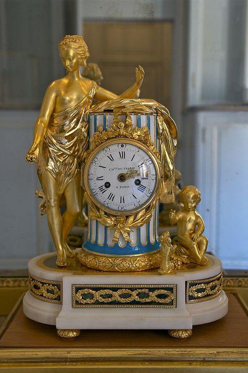 Château de Versailles, petit appartement de la reine: pendule par Charles-Nicol...