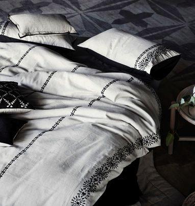 aura zaha bedding