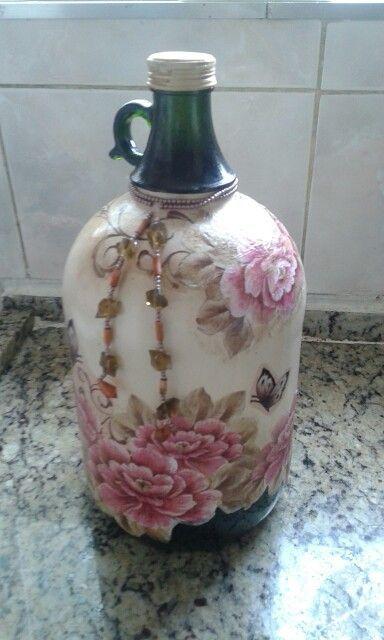 Decorative Bottles : Garrafão decorado com pintura e decoupage....