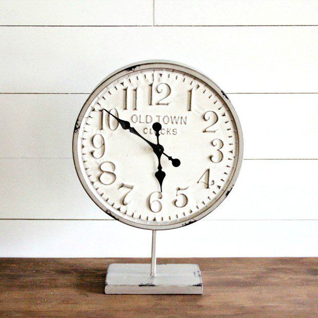 OLD TOWN METAL ROUND CLOCK ON STAND