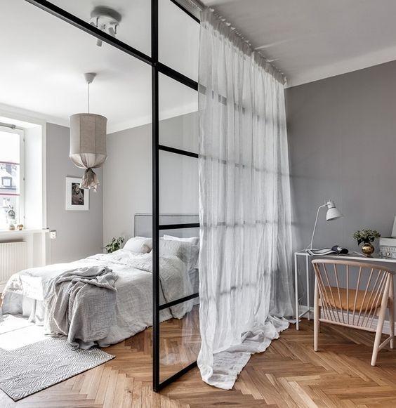 8 astuces pour séparer un lit dans une pièce ouverte