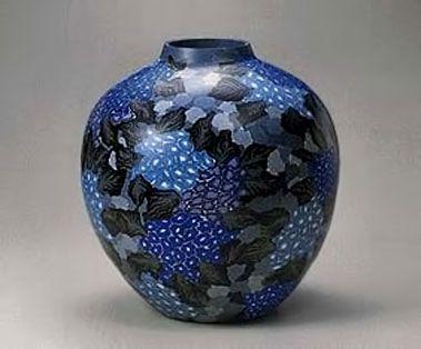 Matsui-Kosei-hydrangea-vase