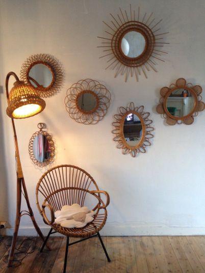 Idée Déco : Une accumulation de miroirs en rotin vintage