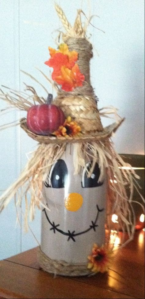 Scarecrow wine bottle decoration by NanasCraftyKorner on Etsy #decoratedwinebott...