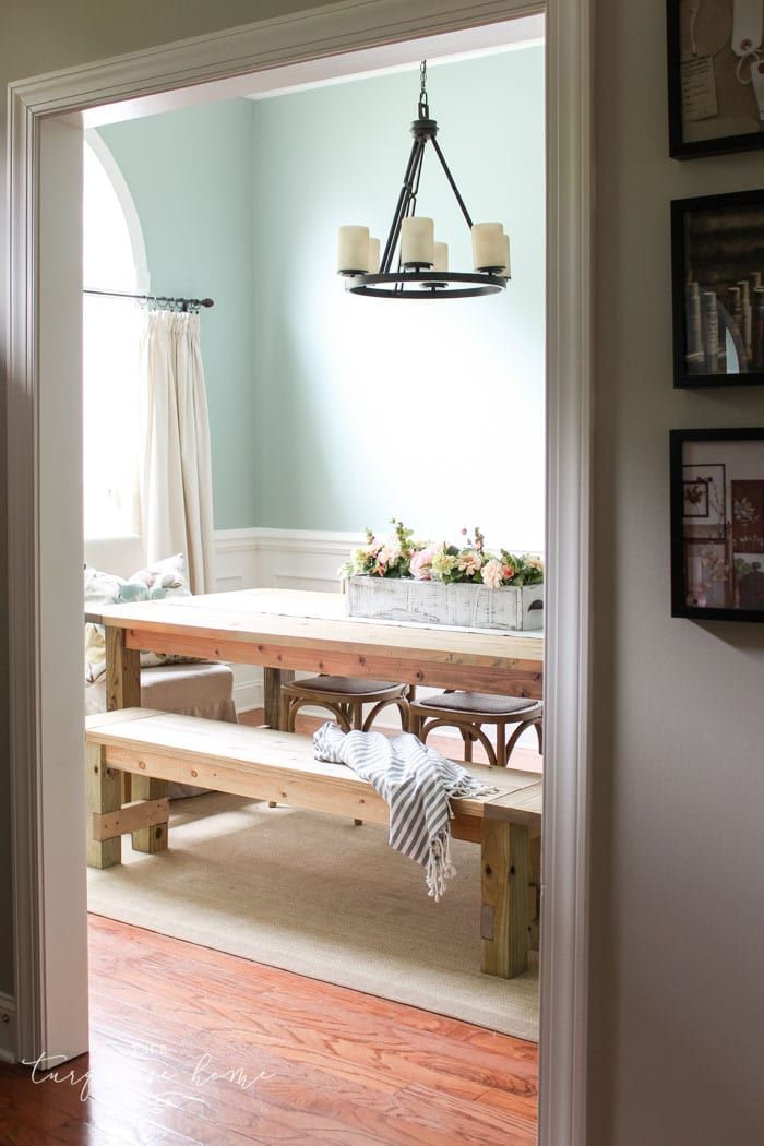 Amazing!! Build this DIY Farmhouse Bench for less than $40! #diyprojects #diyide...