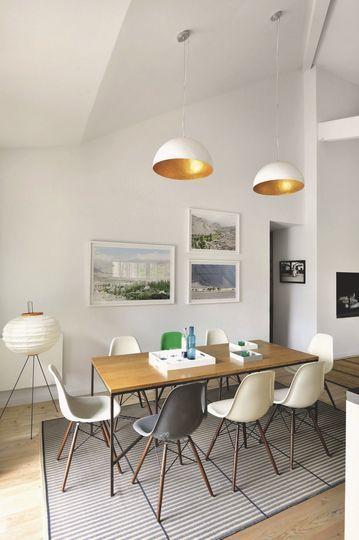 Salle à manger au design scandinave. Plus de photos sur Côté Maison petitlien...