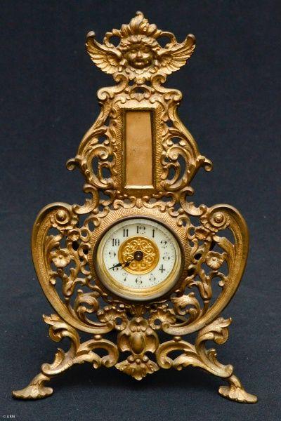 THE BRITISH UNITED CLOCK Co. - Belíssimo relógio de mesa inglês, no estilo Im...