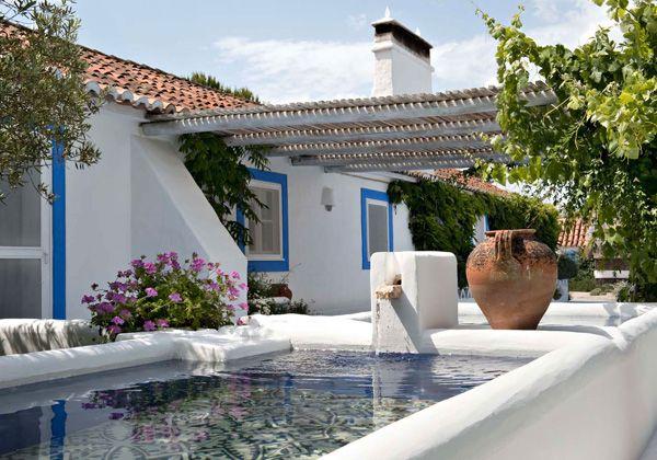 Casa de praia em Portugal - rústico-chic - branco e azul - pergolado ( Projeto:...