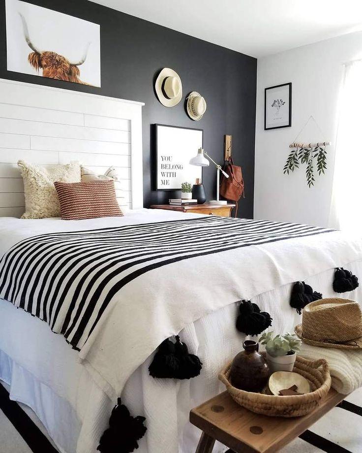 Moroccan Pom Pom Blanket - white and black