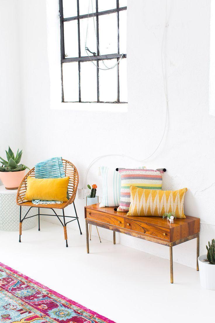a joyful and modern dining room for summer