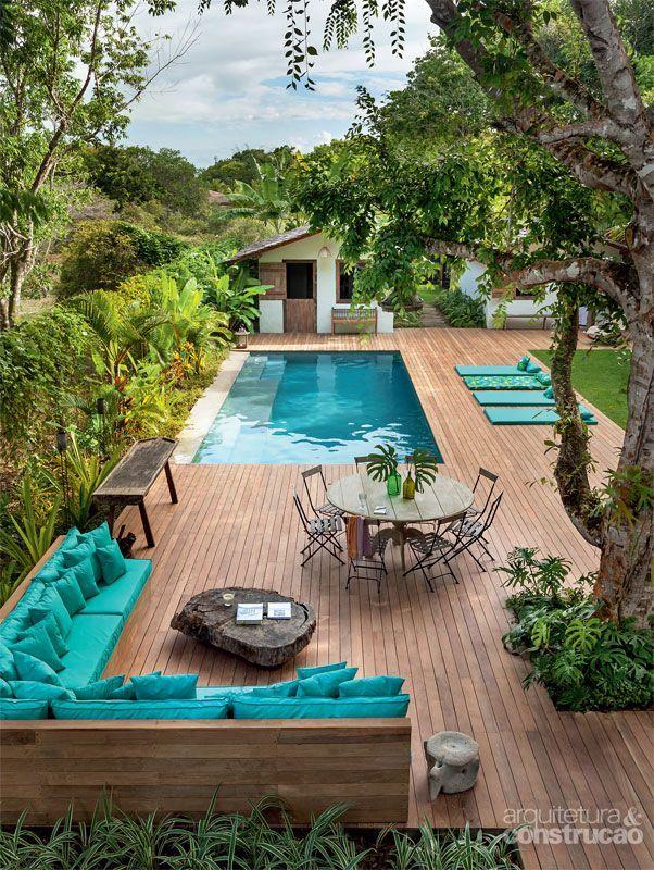 Casa na Bahia encanta com lounge ao ar livre e cozinha gourmet