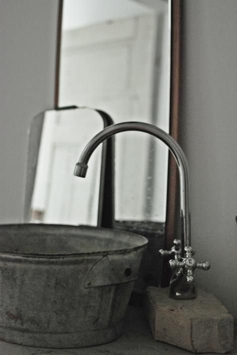 DIY: Galvanized Bucket as Bathroom Sink