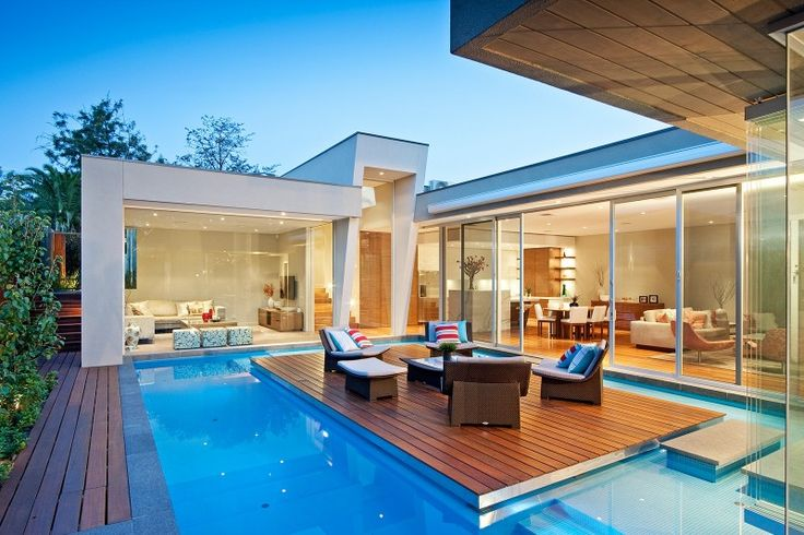 Cool concept for deck in middle of pool. Accessible by big step from LR as well ...