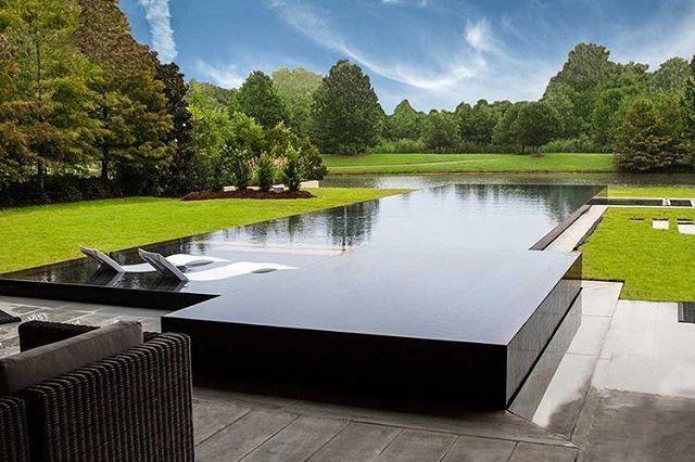 esta piscina com borda infinita.. esta demais.. lindo espelho jardim kkkk.. quem...