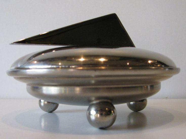 ART DECO FLYING SAUCER CHROME POWDER COMPACT BALL FEET UNUSUAL VINTAGE UFO
