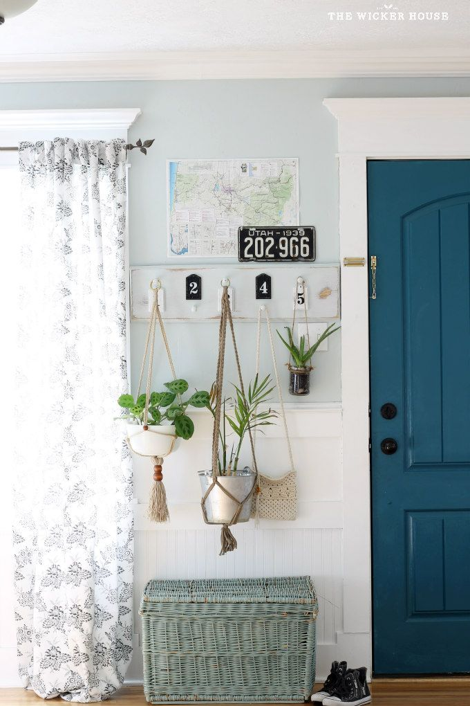 Shelf and hooks for entryway