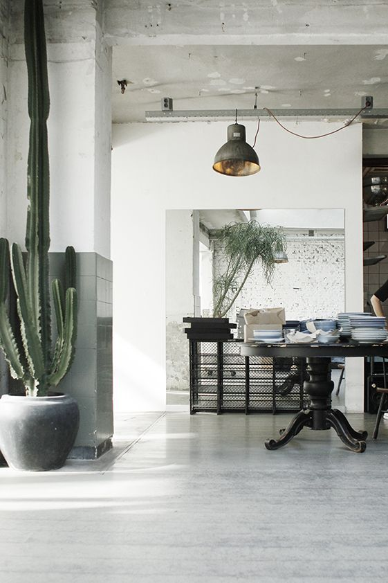 Amazing warehouse apartment with industrial furnitures. My dream place! Love the...