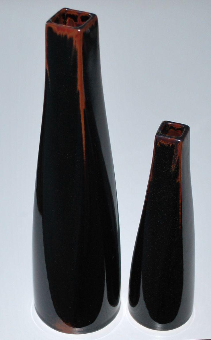 Jeroen Bechtold, NL. Vases in stoeneware with tenkomu, own studio NL.