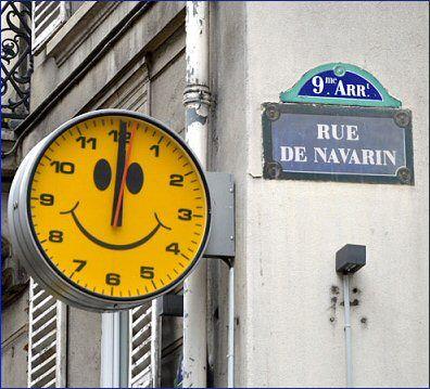 Rue de Navarin, un Smiley qui donne l'heure.. .... rue de Navarin - Paris 9ème